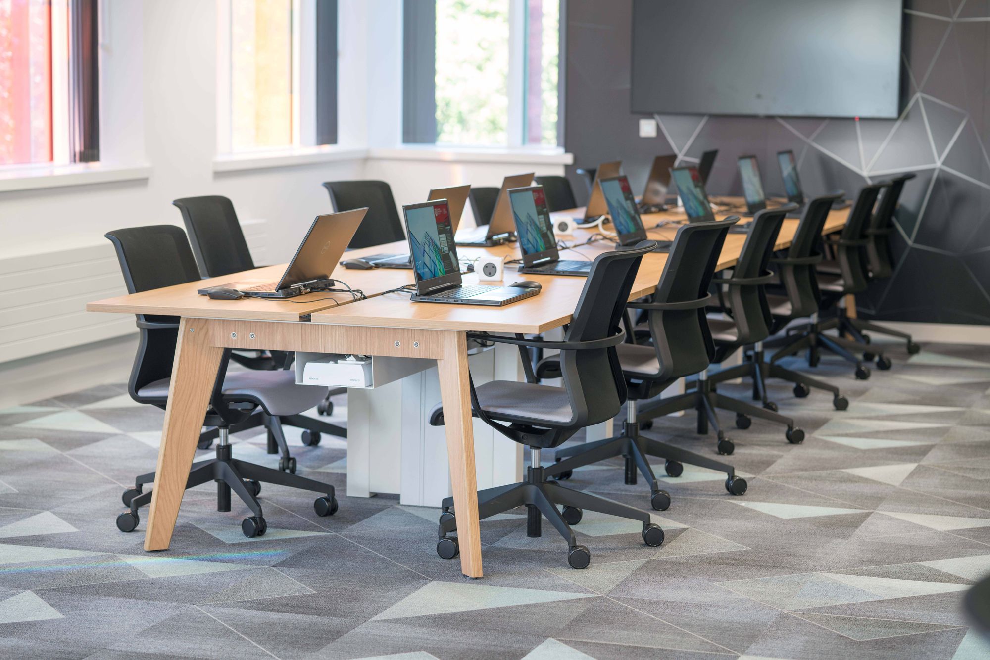 INNOVATIVE MODULAR WORKSTATIONS GROWS IN POPULARITY